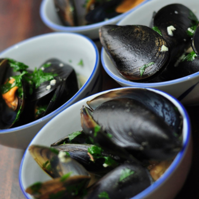 Steamed Mussels in Garlic & Wine